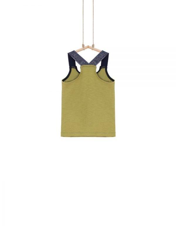 moderné dievčenské tričká