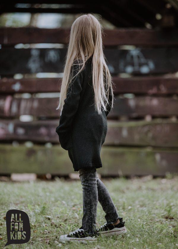 čierny kardigán pre dievča